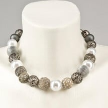 -Short pearl necklace Bollywood silver gray made of a fine material mix-20