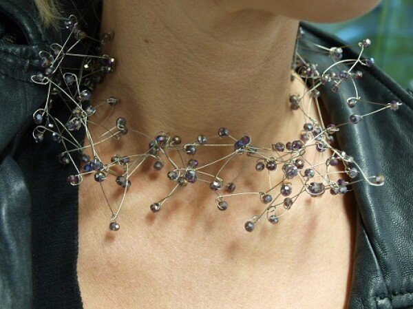 Necklace made of glittering crystal glass and steel wire | Ela Eis Design