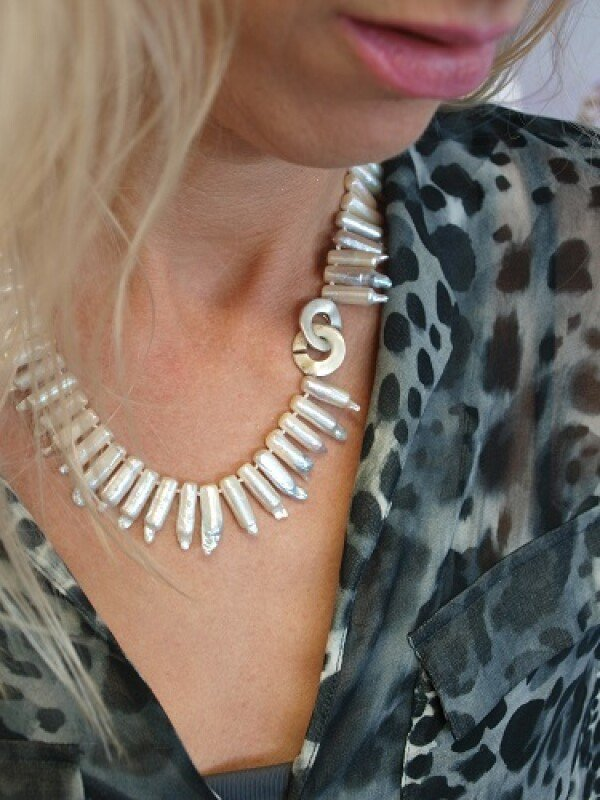 Cultured pearl necklace knotted on silk | Ela Eis Design