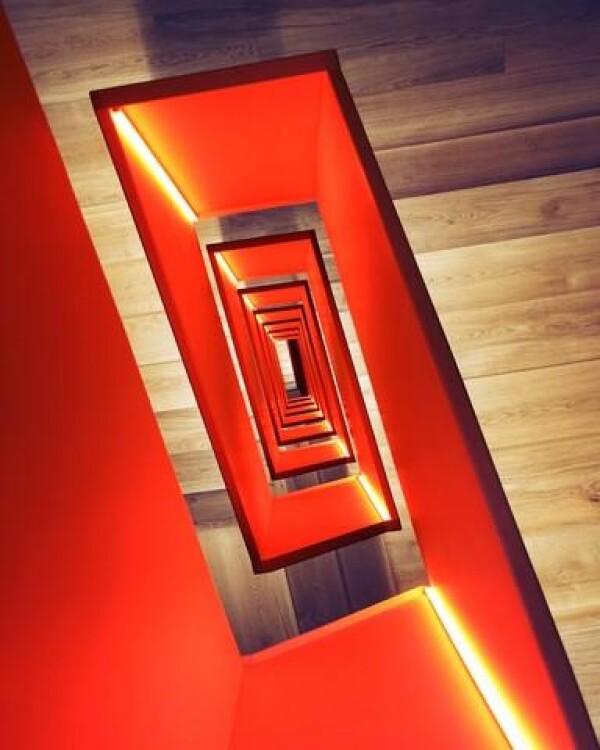 Red diagonal of Roc Isern | Photocircle