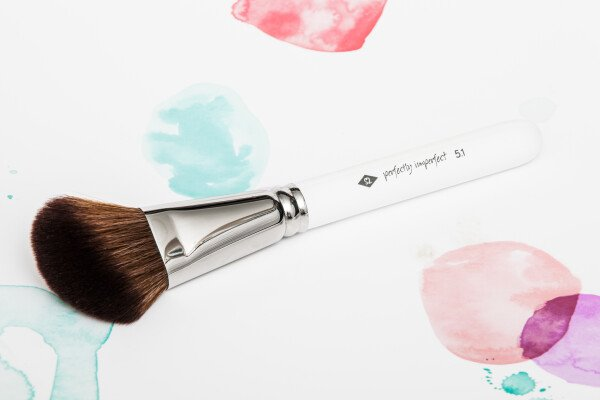 PERFECTLY IMPERFECT - powder brush made of high-quality synthetic hair / / makeup brush | SALON ZWEI Kaufladen & Schminksalon