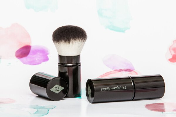 PERFECTLY IMPERFECT - travel brush made of high-quality synthetic hair | SALON ZWEI Kaufladen & Schminksalon