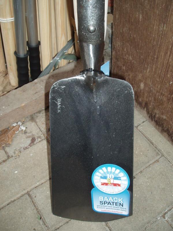 Handgeschmiedeter BAACK Marschspaten Original mit langem Eschenstiel | Haack am Markt