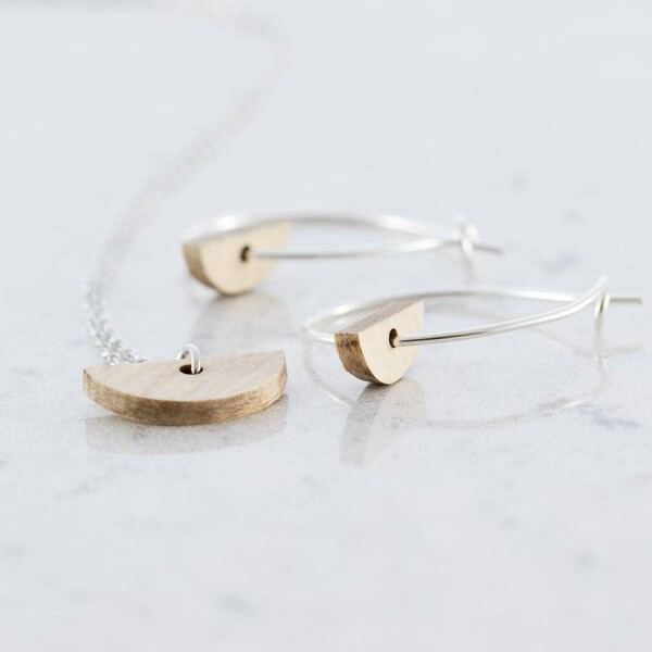 Crescent-shaped earrings and necklace set beech | Debosc
