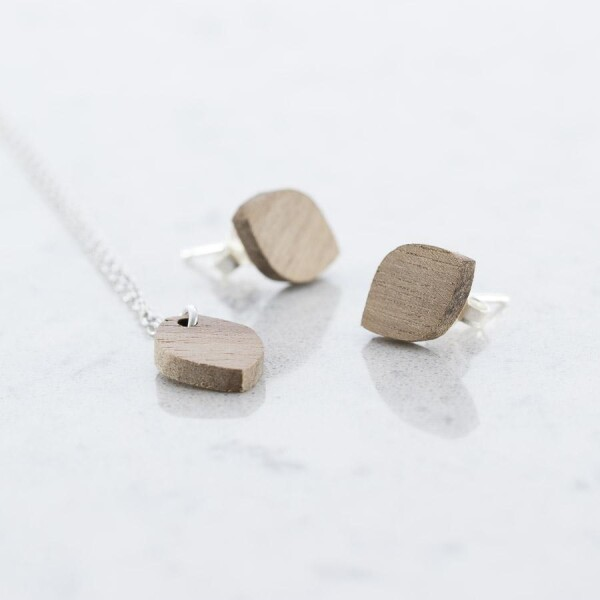 Oval studs and necklaces set walnut | Debosc