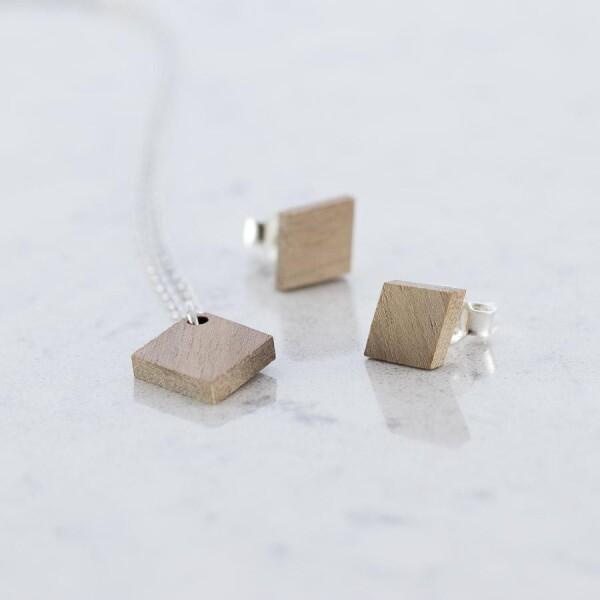 Walnut Diamond shaped stud earrings and necklace set walnut | Debosc