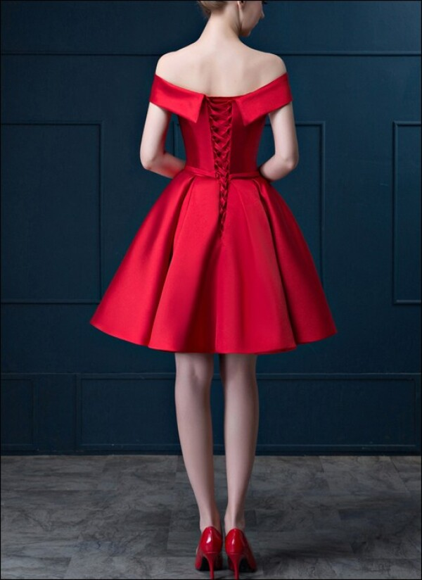Red cocktail dress made of satin with U-boot cut-out | Lafanta | Abend- und Brautmode