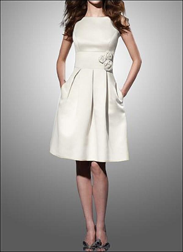 Elegant bridal gown covered shoulder | Lafanta | Abend- und Brautmode