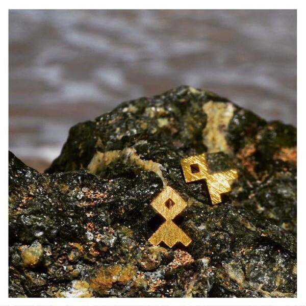 Mosquita Earrings Gold Ancestral Design   Bizar_Cologne