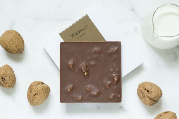 Noble milk chocolate bar with walnut | chokoin