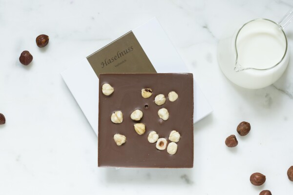 Noble milk chocolate bar with hazelnut | chokoin