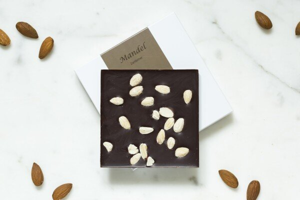 Noble bittersweet chocolate bar with almonds | chokoin