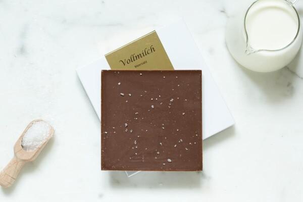 Noble milk chocolate bar with sea salt | chokoin