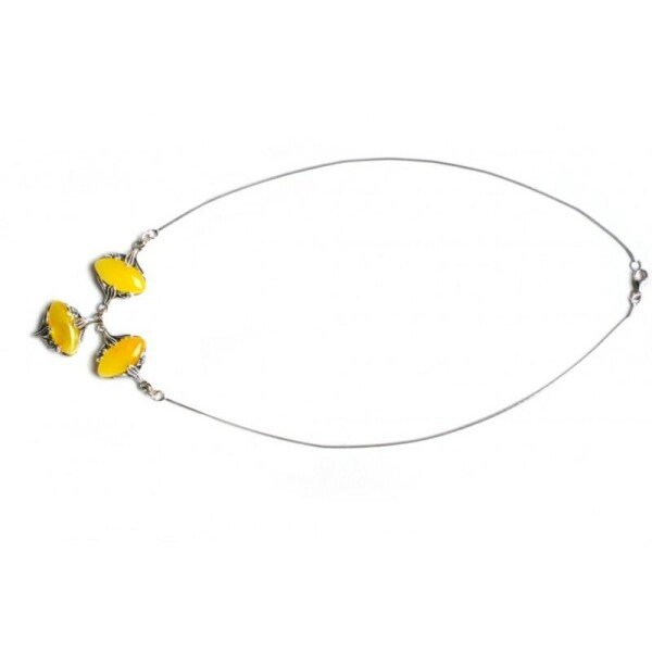 Necklace Cognac-colored oval amber pieces and stylized flower petals | BalticBuy