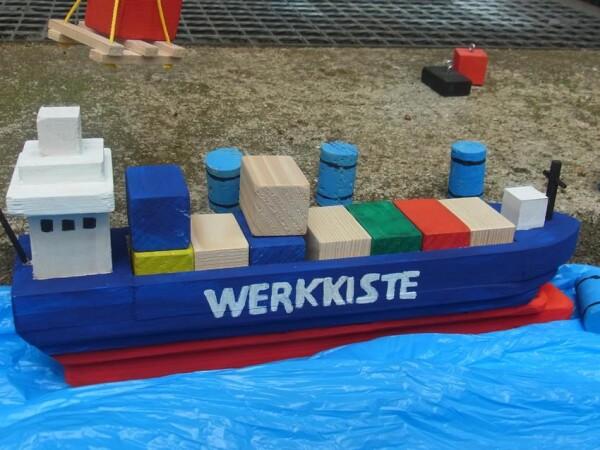The container ship   Die Werkkiste