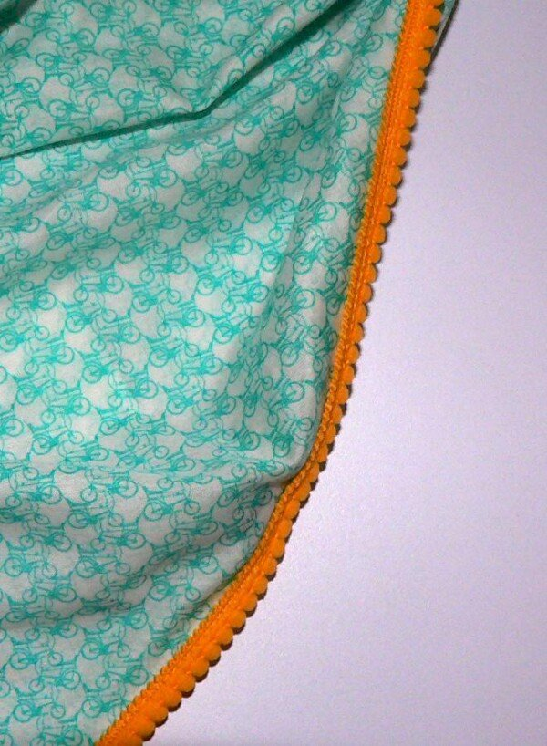 Lightweight triangular scarf with bicycle pattern | Eva Brachten Modedesign