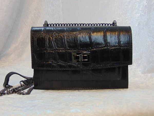 Leather crocodile handbag with chain | Iris Berghoff