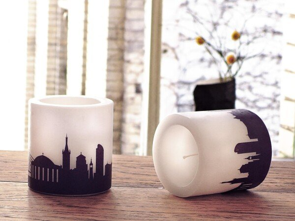 Two DÜSSELDORF candles with Skylineprint in plum | 44spaces
