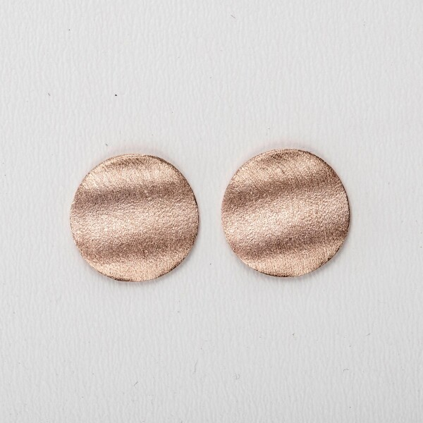 Earrings with discs motive wavy frosted rose gold plated   Perlenmarkt