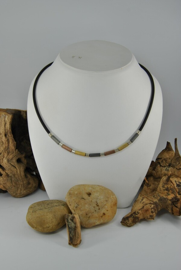 Rubber necklace   Atelier Schmuck Tönnissen