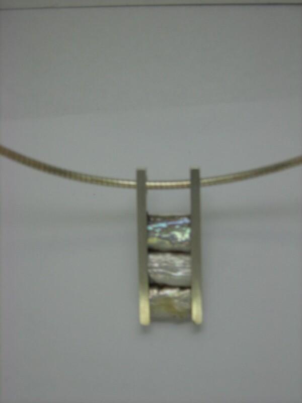 Pearl pendant with silver hoop   Atelier Schmuck Tönnissen