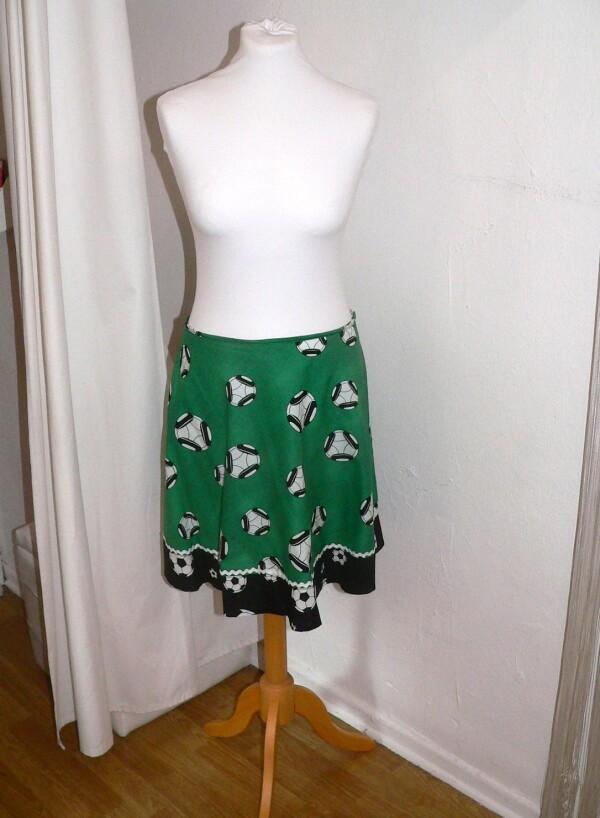 Football skirt green-black | Eva Brachten Modedesign