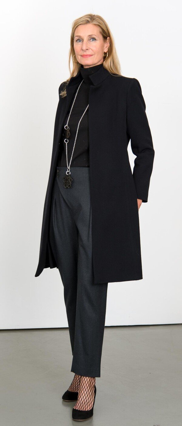 Black coat with high slit | L - GABRIELLE
