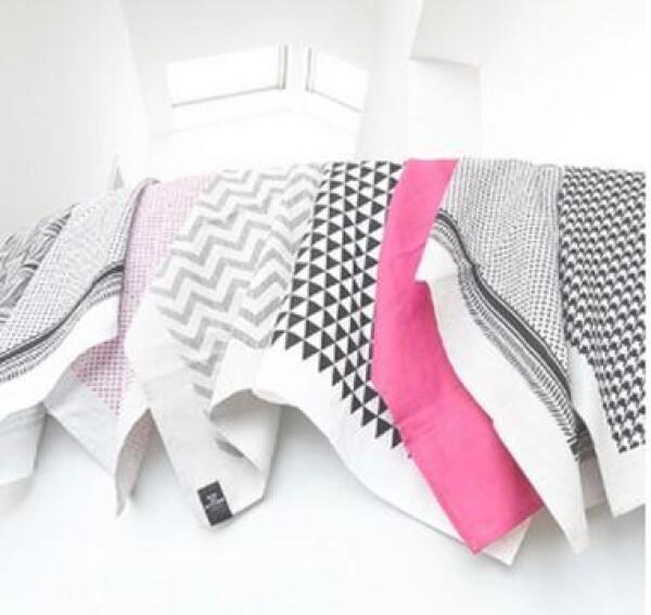 Tea towel by KISS MY KITCHEN - Pali white / black | buchenblau®