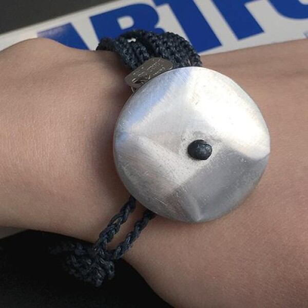Giò - Blue hand made bracelet with big botton | BIBI GRAMAGLIA selezione
