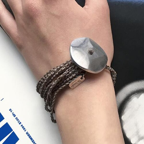 Giò - Grey hand made bracelet with big botton | BIBI GRAMAGLIA selezione