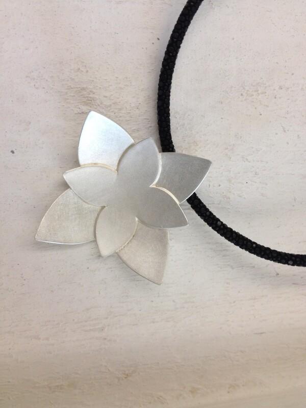 Pendant sterling silver 925 in flower shape | Goldschmiede Buhlheller