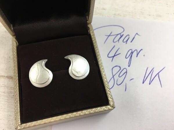 Silver structured ear plug in drop shape   Goldschmiede Buhlheller