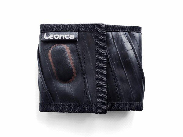 Wallet made of bicycle tube   Leonca