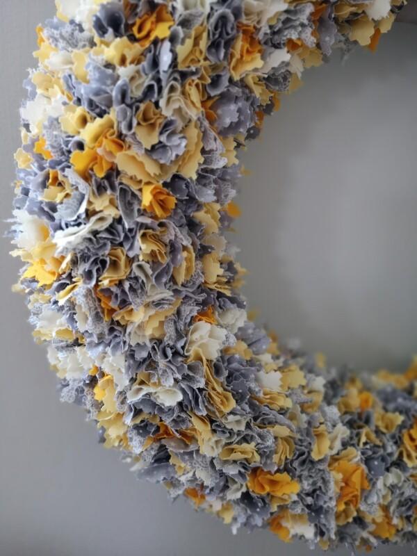 trendy decorative wreath in gray yellow wreath   kirsch-grün