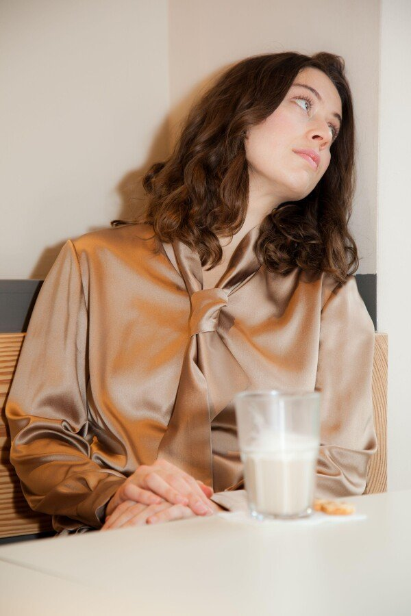 cognac-colored silk blouse with stretch content | Florentine Kriess