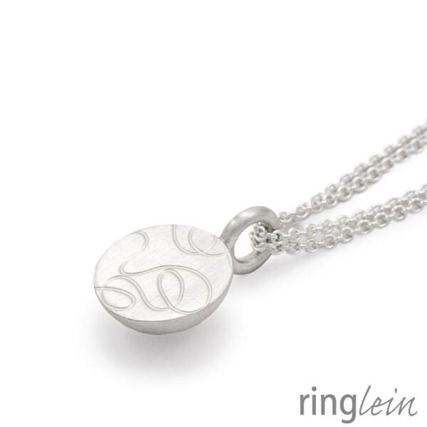Silver pendant ZOÉ with structure | ringlein und noch mehr