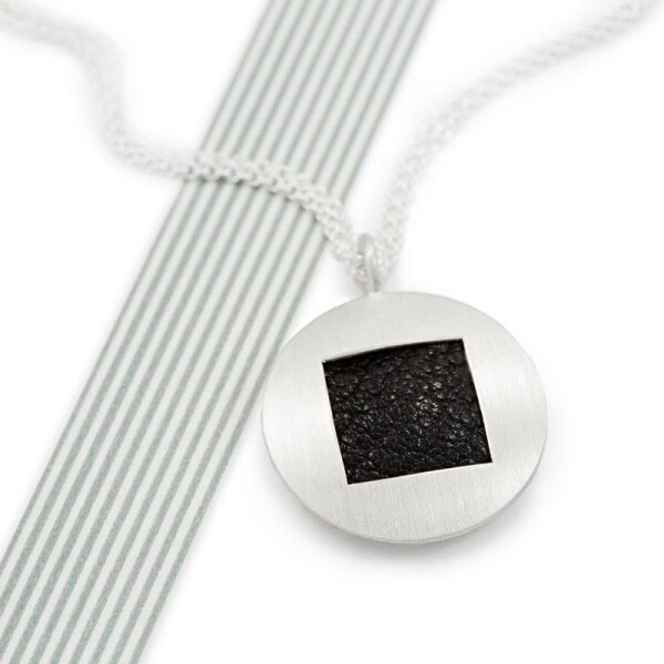 Round pendant silver with leather square JILL | ringlein und noch mehr