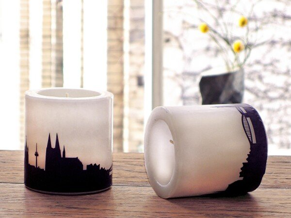 Two candles with Cologne Skylineprint in plum | 44spaces