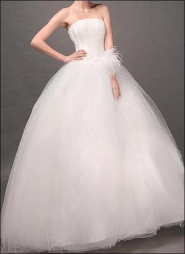 Princess wedding dress made of tulle with floral arrangement  | Lafanta | Abend- und Brautmode