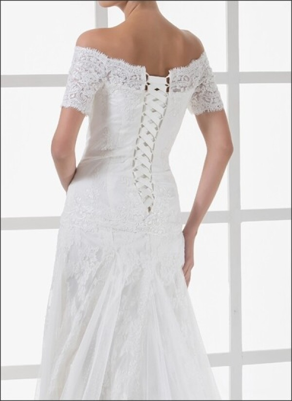 Lace wedding gown with off the shoulder and sleeves | Lafanta | Abend- und Brautmode