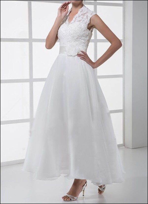 Lace wedding dress in a 50s style | Lafanta | Braut- und Abendmode