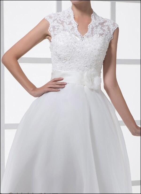 Lace wedding dress in a 50s style | Lafanta | Abend- und Brautmode