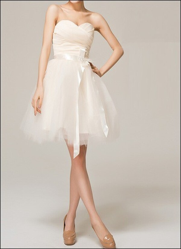 Knee-length tulle wedding dress with corsage and loop | Lafanta | Braut- und Abendmode