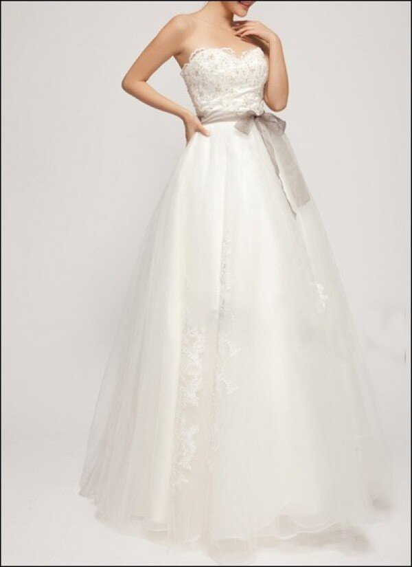 A-line wedding dress with corsage and lace | Lafanta | Abend- und Brautmode