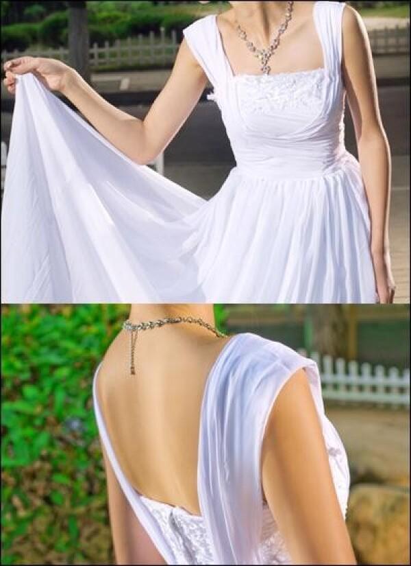 Elegant wedding dress with straps and train  | Lafanta | Abend- und Brautmode