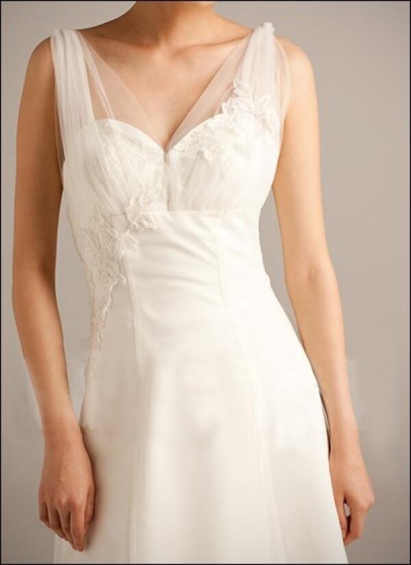 Wedding dress organza with v-neckline and straps | Lafanta | Abend- und Brautmode