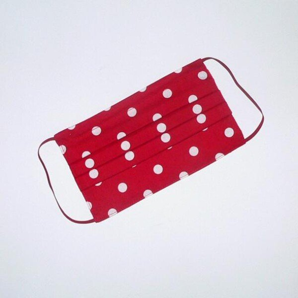 Mouth-nose mask red with white dots | Eva Brachten Modedesign