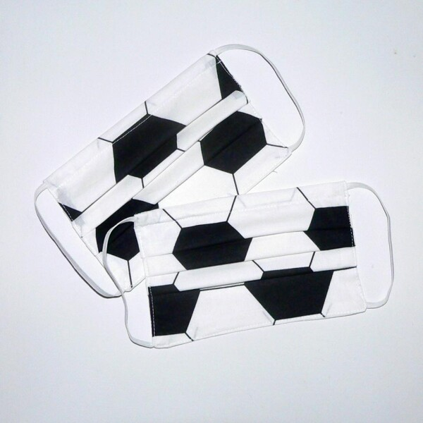 Mouth-nose mask with soccer pattern   Eva Brachten Modedesign