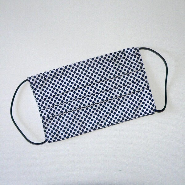 Mouth nose mask white with blue dots | Eva Brachten Modedesign