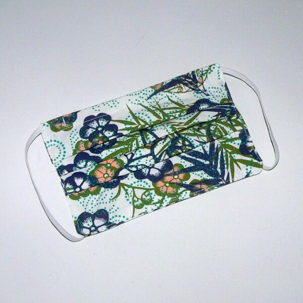 Mouth nose mask with a floral pattern   Eva Brachten Modedesign
